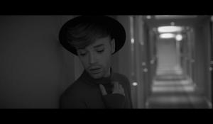Clip : « Bound to you » – Bruno Moneroe
