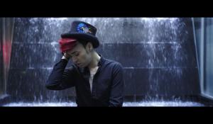 Clip : « Mourir sur scène » – Bruno Moneroe