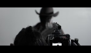Clip : « Million Reasons » – Bruno Moneroe